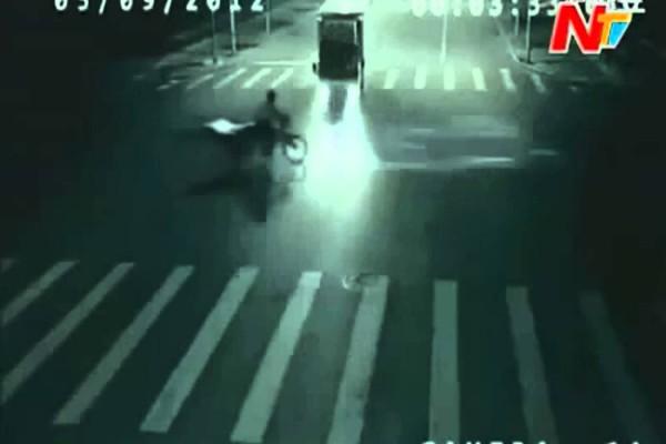 【衝撃】カメラが捉えた映像!事故ると思った瞬間に何故かテレポート