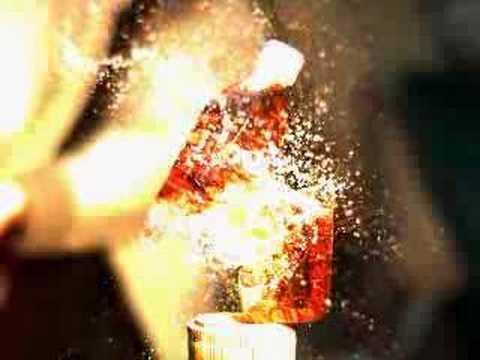 ペットボトルへ一直線!スローモーションで見る「日本刀」の切れ味