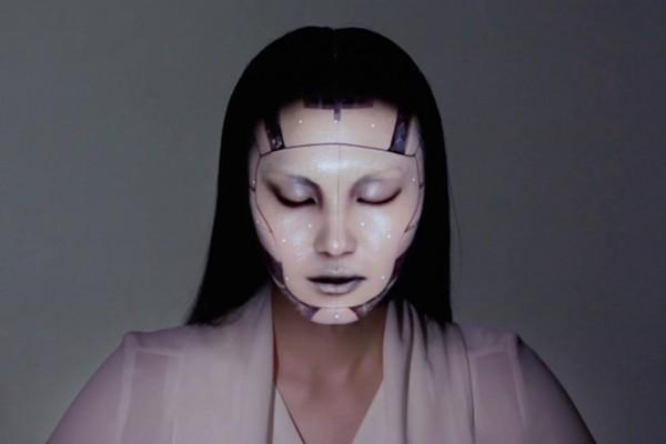 テクノロジーの進歩に震撼!顔面プロジェクションマッピングがスゴすぎる!