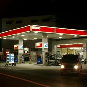【そうだったのか】ガソリンの給油口が「右」か「左」かを瞬時に見分ける方法