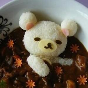 【こりゃ崩せない】思わずやってみたくなる、カレーライスのご飯の盛り方9選