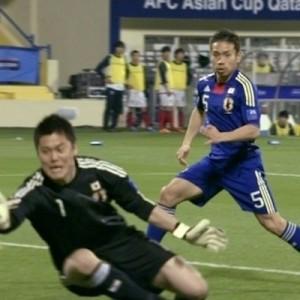 【これはズルい】川島選手の写真で、ボールと猫を入れ替えたら可愛すぎた