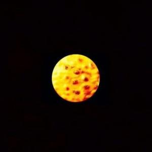 【その発想はなかった】皆既月食ですか?あ、この写真はせんべいです(他8枚)