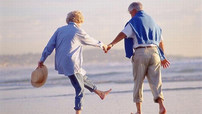 思わずホッコリ!たまたま出会った老夫婦のジ~ンとくる「やり取り」8選 | COROBUZZ
