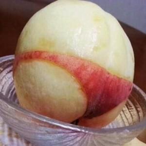 【斬新な桃の剥き方】二度見が止まらなくなる「マジか!」なつぶやき(8枚)