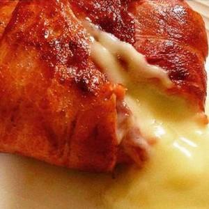 ヨダレが…!ネットで話題の「カマンベールチーズのベーコン巻き」がメチャ美味そう!