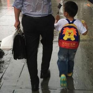 「うちのお父さんもそうだったのかな?」父親の愛が詰まった1枚の写真が世界で話題に