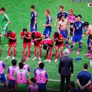 サッカー日本代表の試合。カンボジア代表が見せた「スポーツマンシップ」が話題2枚