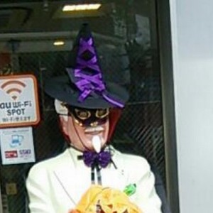 無茶させすぎ!!(笑)ハロウィンがくるたびに「カーネルおじさん」が怪しくなってる