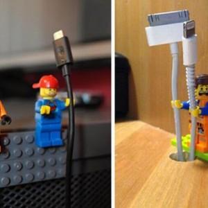 【収納術】これ良い!レゴを活用した「ケーブルホルダー」がセンス抜群(10枚)