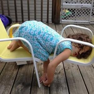 【寝る子は育つ】突然の睡魔に完全敗北したキッズたち(13枚)