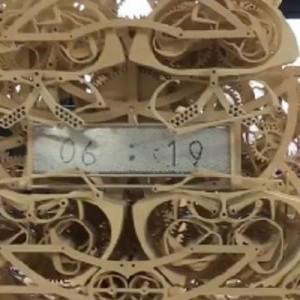【マジか】卒業制作で作ったという時計がスゴイ!「6:19」の文字がこの後…