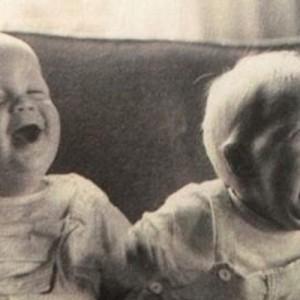 「たかしは母乳、ひろしは父乳な」赤ちゃんの画像で一言ボケて!(11選)