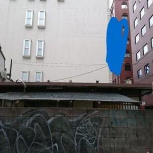 「おわかりいただけただろうか」カメラで撮影、建物からコチラを覗き込む視線を(笑)