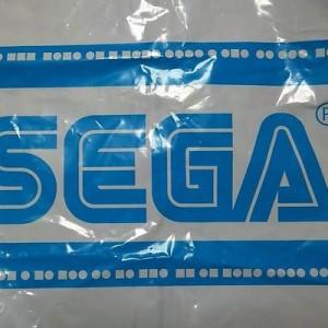 遊び心スゴイ!たまたま貰ったセガの袋、不規則に並ぶロゴの上下のマークの意味を調べてみたら…