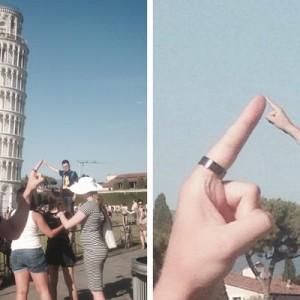 ピサの斜塔で写真を撮っている観光客たちと勝手にコラボ、何をやっとるんだ君は!(笑)7枚