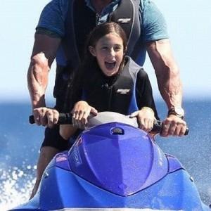 これはズルいわ!(笑)「スタローンと娘のバケーションの様子、どう見ても映画のワンシーンw」
