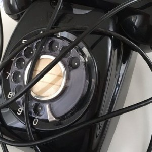 「こうなっていたのか…!」黒電話を分解してみたら、単純な構造だったこと以上に中から…(画像)