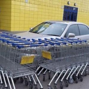 【強い】一切の容赦なし!(笑)迷惑駐車を懲らしめる海外の強引なリベンジ8枚