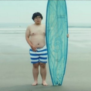 「海、似合ってないね」インドア派の青年が本物のサーファーになっていく『成長の記録』がステキ