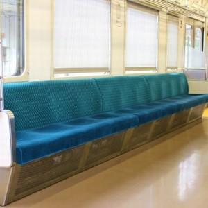 「駅についたら起こしてください」電車に乗りどうにも眠くて隣の人にお願いしたら…『優しい世界』