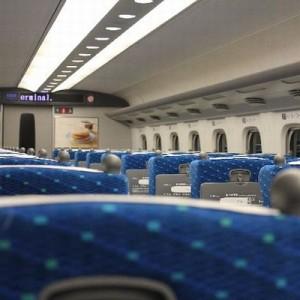 新幹線で喋り続ける二人組!に対するサラリーマンの一言が…秀逸だった(センスあり!)