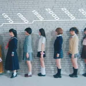 【良さがある!】女子高生が自分をより可愛く魅せる「盛りポーズの歴史」は…コレだ!