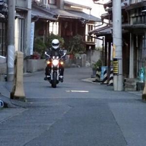 【恐怖】バイクの前に小学生がわざと飛び出してきた→その理由を聞いたら衝撃