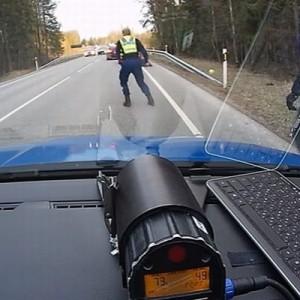 【強烈!】暴走する逃走車がいたらこうッ!警察の技が凄すぎた