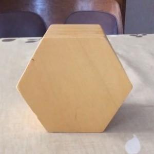 「板を重ねて立体的な入れ物を作りましょう」高校1年生の工芸授業で編み出した作品→すごい!