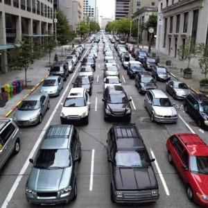 自転車、バス、電車!車の道路渋滞をそれぞれに置き換えたら…こんなにもスッキリわかりやすい!