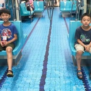 【粋なことする!】車内がプールに!?台湾の地下鉄の遊び心がステキ!8枚