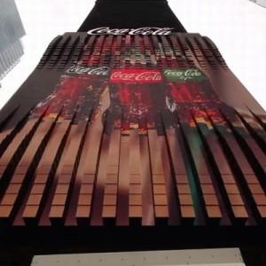 【なんじゃこりゃ!】タイムズスクエアに設置された「コカコーラの3D看板」がスゴすぎる