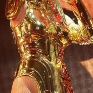 ケイティ・ペリーが黄金聖闘士にしか見えない「想像以上に」「違和感のなさ」