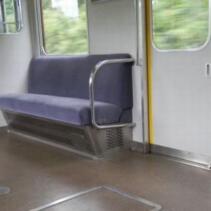 「電車の優先席にヤンキー風な人が座っていた」注意され席を譲ったがその投稿が考えさせられる