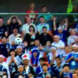サッカー・w杯、日本対セネガルの試合でゴール裏にいた日本人サポーターに注目集まる(笑)