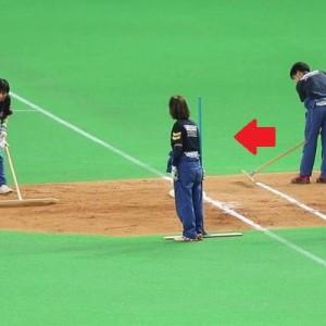 長年札幌ドームでグラウンドキーパーとして活躍してきた女性。退職日に用意されていたサプライズに涙