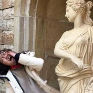 笑ってしまった!(笑)銅像に絡みにいった人たちの写真で吹いた9枚