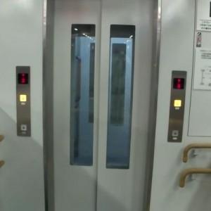 【なんだこれは】普通のエレベーターかと思いきや!→「だいぶ珍しい」・「えっ!面白い」